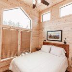 Jellystone Larkpsur cabin bedroom