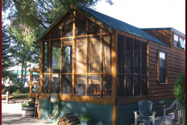 Deluxe cabin; one king bedroom plus sleeping loft; sleeps up to 6 at Cedar Creek RV Park (Montrose CO)